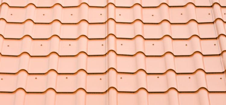 Dachówki blaszane – wystarczająco trwałe pokrycie dachowe?